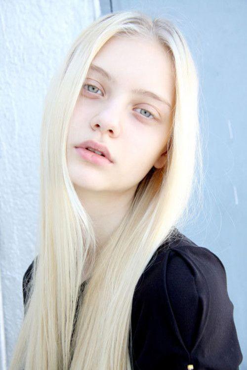 Casting mannequin blonde peau claire