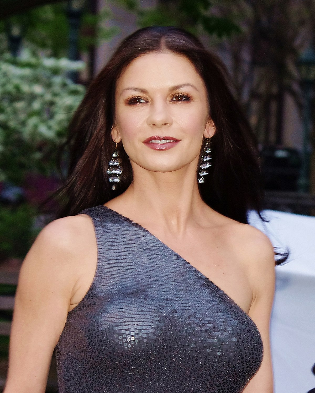 "Catherine Zeta-Jones incarnera Morticia dans la série ""Addams Family"" de Tim Burton pour Netflix"